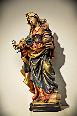 Heilige Aplollonia (Patronin der Zahnheilkunde) HolzSkulptur in der Zahnarztpraxis Berthold Pilsl in Garmisch-Partenkirchen