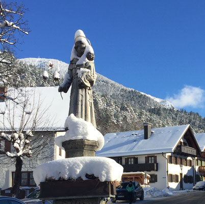 Zahnarztpraxis Berthold Pilsl in Garmisch-Partenkirchen, Sonnenbergstraße 27, im Winter