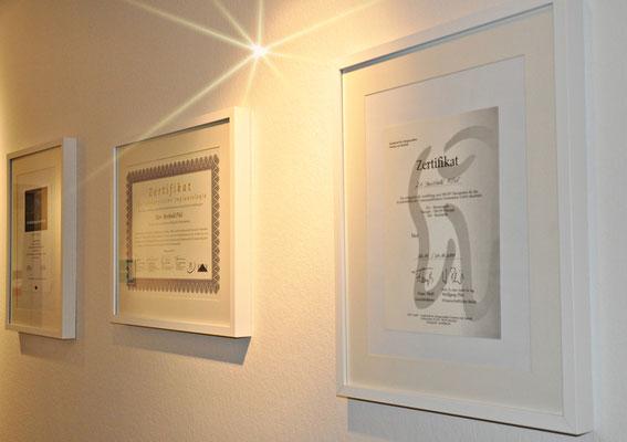 Zertifikate der Zahnarztpraxis Berthold Pilsl in Garmisch-Partenkirchen