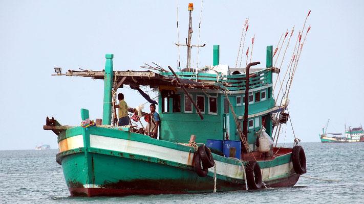 Handwerk - Fischerboot vor Koh Rong Samloen