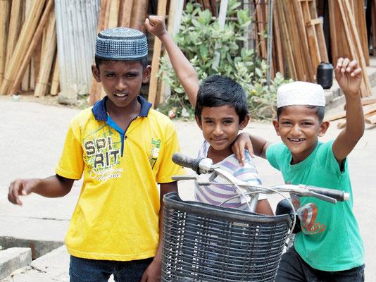 Schüchtern - Hindukinder in Mutur
