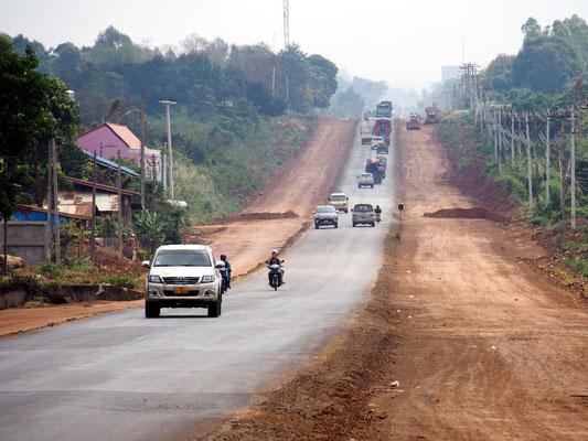 Starker Verkehr auf dem Bolavenplateau