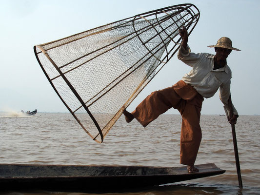 Warten auf Touristen - Dieser Fischer wollte Geld für seine Kunststücke...