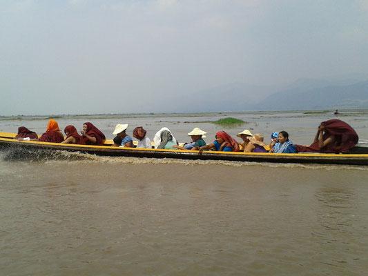 Wassertaxis sind ein wichtiges Transportmittel auf dem 22 km langen Inlesee
