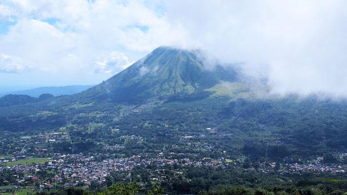 ... der Ausblicke auf den Gunung Lokon eröffnete ...
