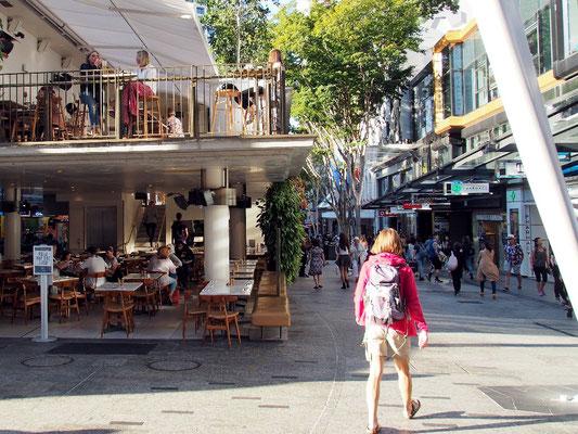 Viele Cafés - Fußgängerzone von Brisbane