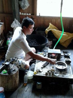 Herstellung von Silber in Handarbeit