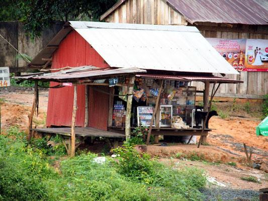 Vorboten - Kiosk an einer Einfallstraße nach Phnom Penh ...
