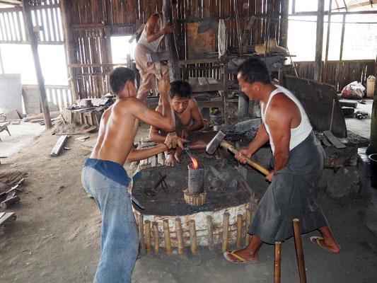 Vorindustriell - Herstellung von Stahlprodukten in Eisenschmiedemanufaktur