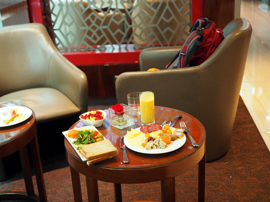 Schlemmen - Frühstück in der Emirates Lounge