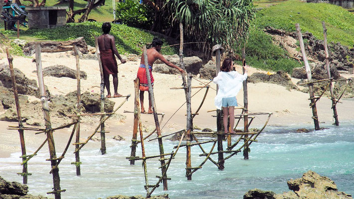 ... odermachen gleich ein Selfie auf den Stelzen im Meer
