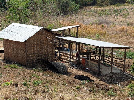 ... und seine kleine Hütte mit Luxuswelldach