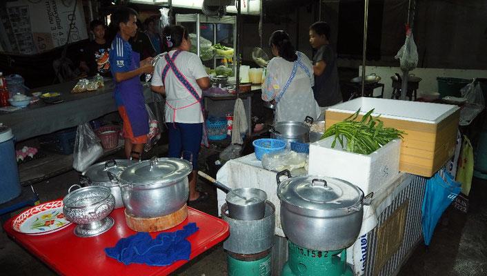 Lecker - Straßenküche in der Nähe des Dharasom Colonial Houses, ...