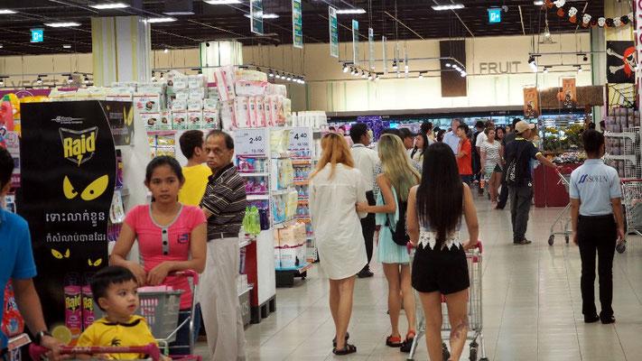 ... wo die Schickeria von Phnom Penh den amerikanischen Traum imitiert.