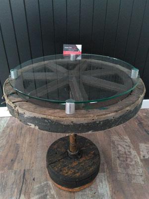 """Table de salon, bois et verre, fait avec ancienne roue de moissonneuse batteuse (1940), 20"""" de diamètre x 22"""" de haut 2019 oeuvre unique$450.00"""