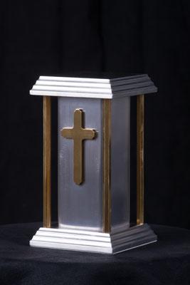 Céleste 5'' x 5'' x 9'', aluminium, 63 pouces cubes. $300.00 urne pour enfant.  taxes payées