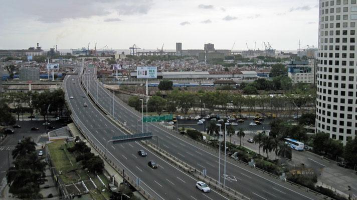 Die Schnellstraße bei Tag