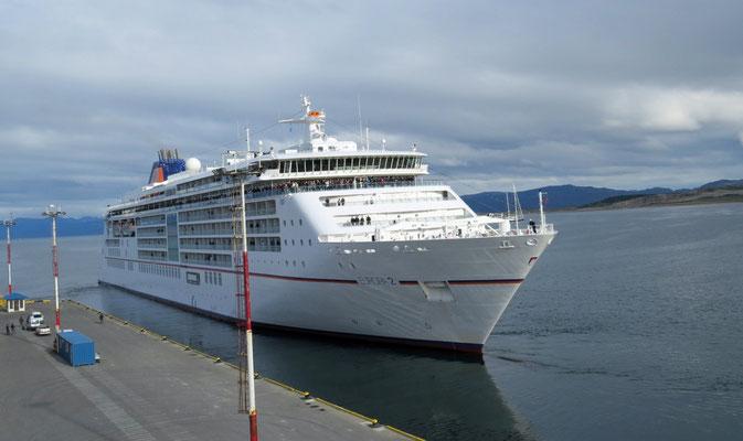 Nach der Einschiffung verabschieden wir die Europa 2, die nach Norden in die Chilenischen Fjorde fährt.