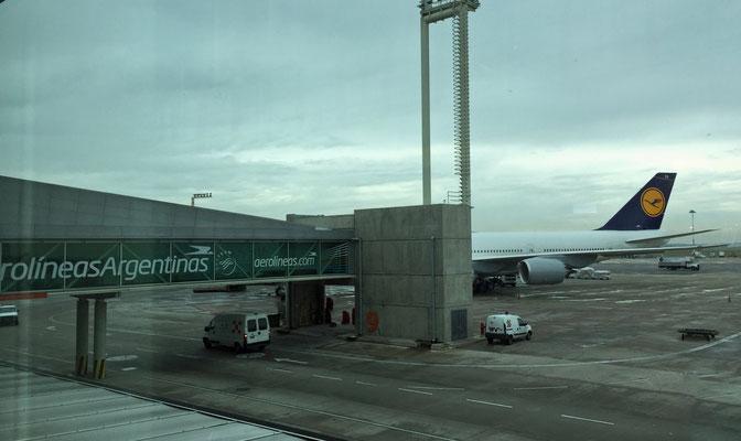 Da steht sie, die 747-800.