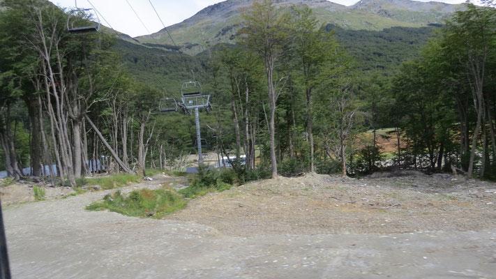 Die Sierra Martial ist Wintersportgebiet und  ...