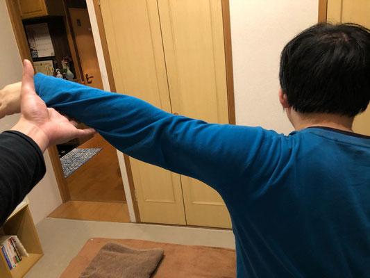男性 肩関節の可動域確認