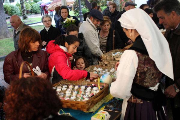 "Fiesta de los Huevos Pintos, o ""Güevos Pintos"", en Pola de Siero, Asturias"