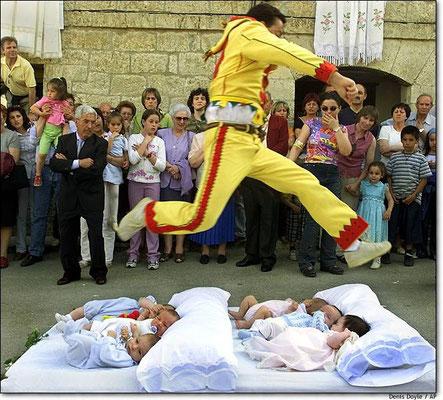 Fiesta del Colacho en Castrillo de Murcia