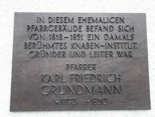 Grundmann Gedenktafel an der Pfarrer