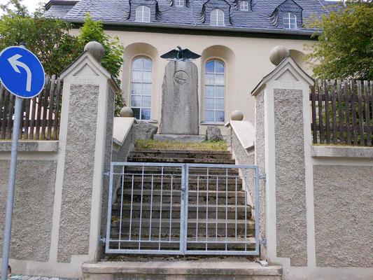 Aufgang zum Kriegerdenkmal 2014