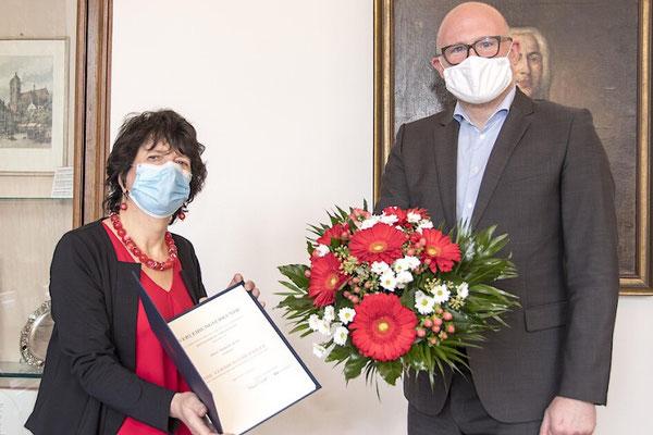 Marion Boes und OB Sören Link mit ... (Foto: Marion Boes)