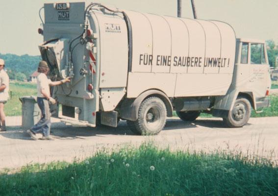 1974 Müllauto bei der Hausmüllabfuhr Sierning