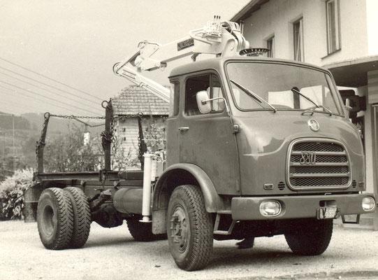 1973 Holz-LKW mit Kran