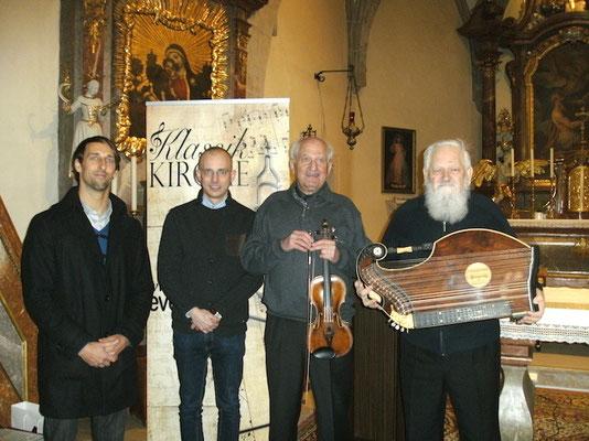 Salonmusik mit der Gruppe R&R und dem Obmann des Vereins NF-Kinder Claas Röhl