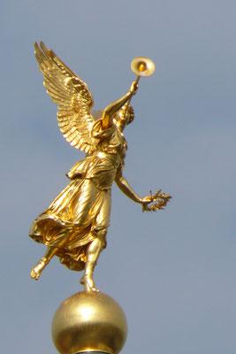 Fama, Göttin des Ruhmes auf der Kuppel der Kunsthochschule