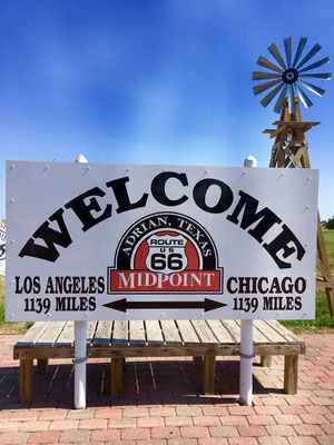 Glen Rio, Mid Point in Adrian, Chicago 1139 Miles - Los Angeles 1139 Miles, Texas