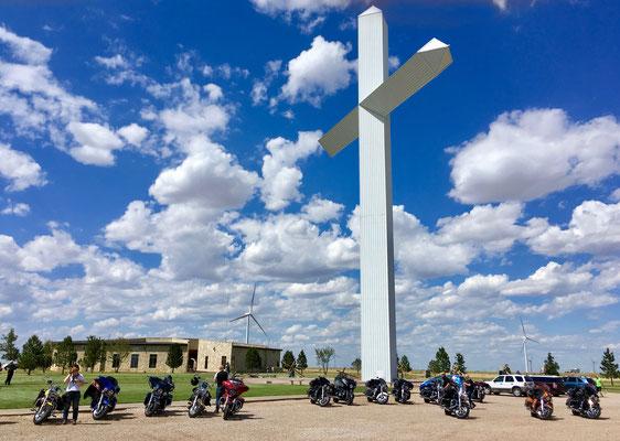 The biggest Cross in West, Groom Texas