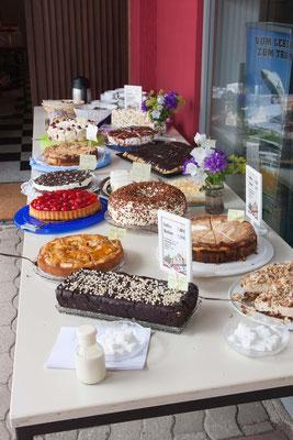 Kaffee und Kuchen zugunsten der Aktion Notebook