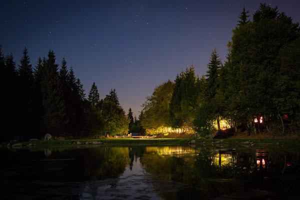 Freydières fête pour la fin de notre gardiennage du Promontoire. Merci à Xavier Bois pour cette photo de l'autre coté du lac de Freydières pendant la soirée festive !