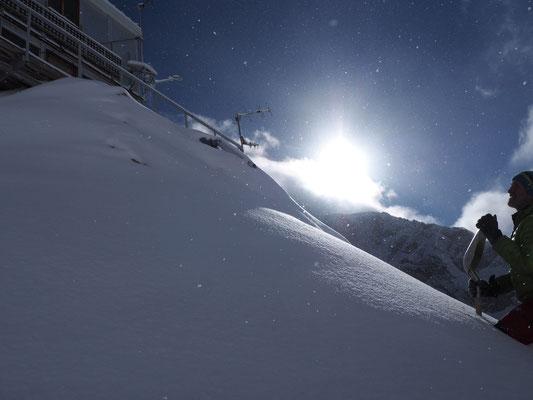 Ce jeudi matin 9h, une belle éclaircie sur la neige de la nuit...