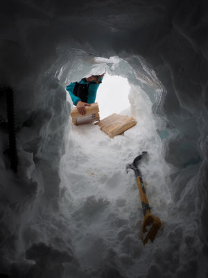 ... qui vont rejoindre le refuge et son poêle.