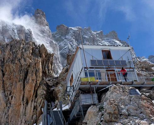 La Meije retrouve son refuge et bientôt ses alpinistes... et skieurs alpinistes !