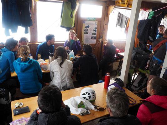 Mathilde (guide) fait un cours presque comme en classe !