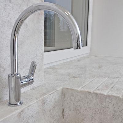 Akrilinio akmens stalviršis virtuvėje sujungtas su palange / gamintojas - Gforma