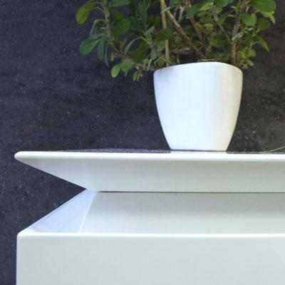 Kampu nufrezuotas virtuvės stalviršis iš balto akrilinio akmens / gamintojas - Gforma