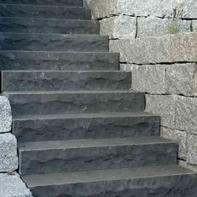 Lauko laiptai iš juodo bazalto akmens
