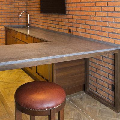 Stalas virtuvėje iš tamsaus akrilinio akmens / gamintojas - Gforma