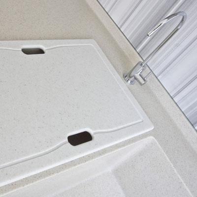 Pjaustymo lentelė-plautuvės uždanga iš akrilinio akmens / gamintojas: Gforma