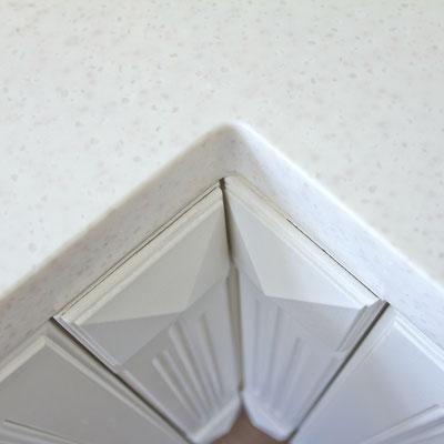 Akrilinio akmens paviršiai sujungiami be žymės ir baldas atrodo vientisas / gamintojas: Gforma