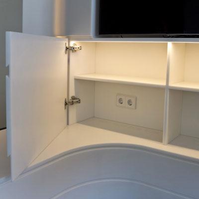 Akrilinio akmens TV baldas su spintele ir viduje įmontuotu LED apšvietimu / gamintojas: Gforma