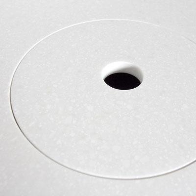 Šiukšliadėžės dangtis akrilinio akmens stalviršyje / gamintojas: Gforma